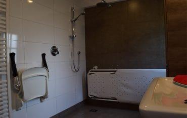 Badkamer op de begane grond voor minder validen - Maasgaarde