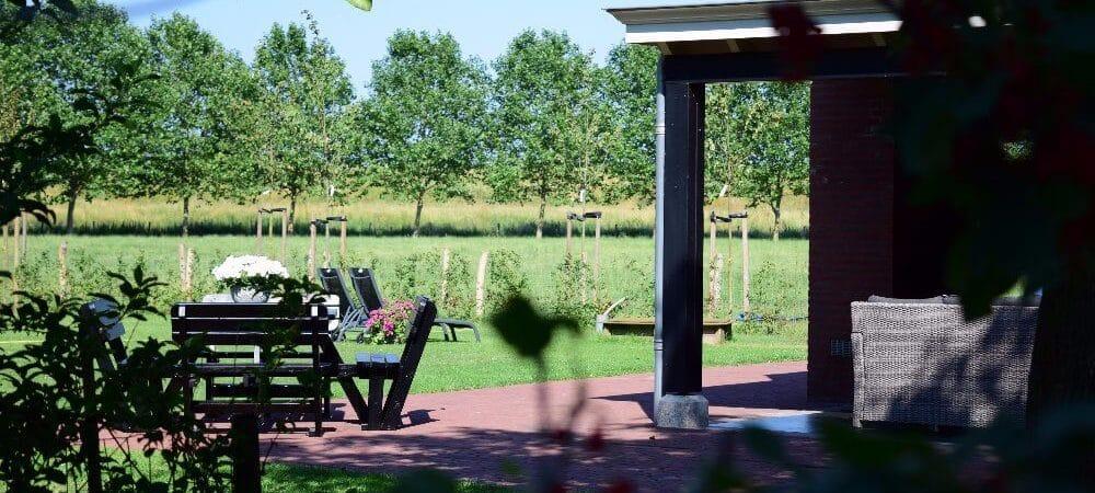 Overkapping in de tuin   De Maasgaarde